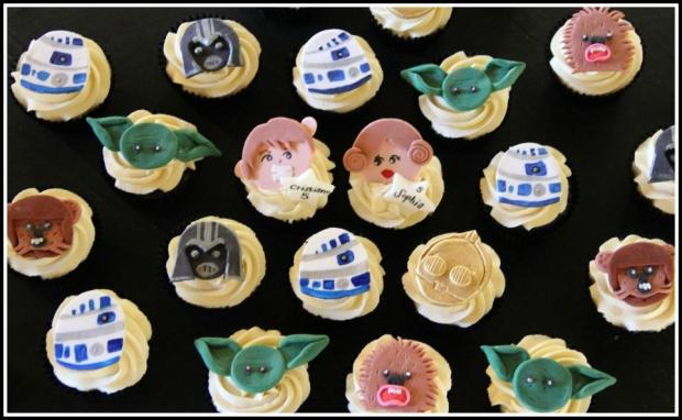 Star Wars choc & vanilla cupcakes2