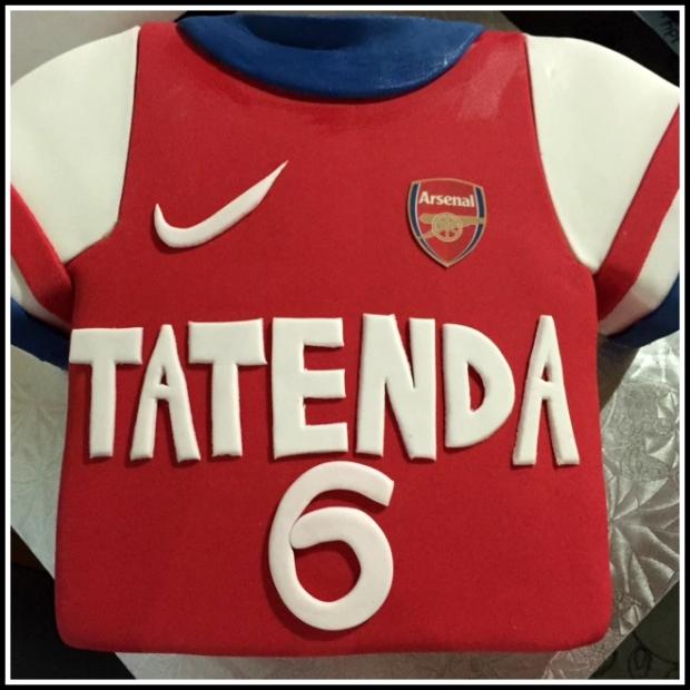 Arsenal jersey cake