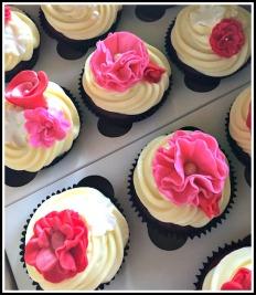 Red Velvet Cupcakes with Flower detail2